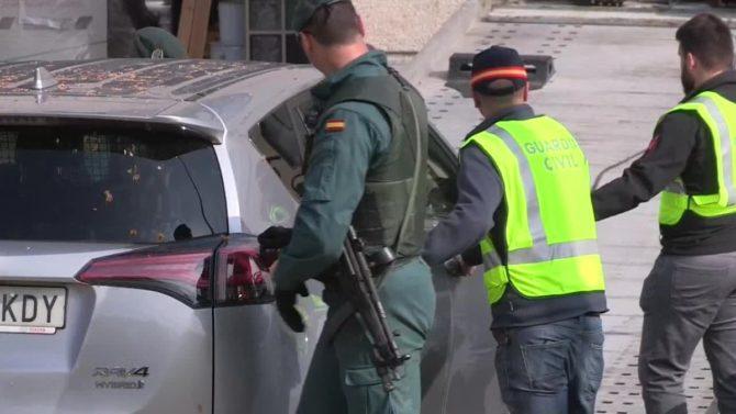 Agentes de la Guardia Civil durante una operación.