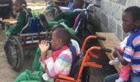 Niños con discapacidades, atados a sillas de ruedas en un orfanato de Kenia