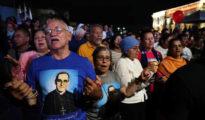 Cientos de feligreses se congregan en El Salvador para celebrar la santificación de Óscar Romero