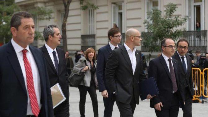 Joaquín Forn, Meritxell Borrás, Raül Romeva Jordi Turull y Josep Rull a su llegada a la sede de la Audiencia Nacional el pasado año