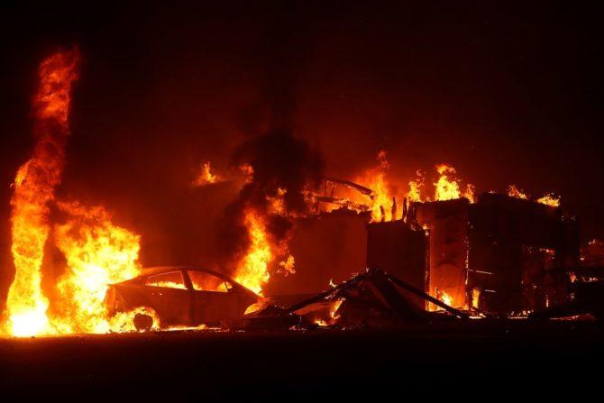 El incendio Camp destruye Paradise, un pueblo en el norte de California