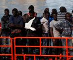 Inmigrantes ilegales a su llegada al puerto de Málaga.