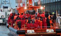 Traslado a Motril de parte de los inmigrantes interceptados el jueves