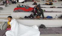 Los inmigrantes han pasado la noche en el estadio que les ha cedido el ayuntamiento de la capital mexicana.