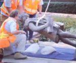 Retirada de la estatua de Cristóbal Colón en Los Ángeles
