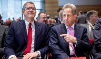 Hans-Georg Maassen, exjefe de Inteligencia Interior de Alemania (dcha) junto a su homólogo inglés, Andrew Parker