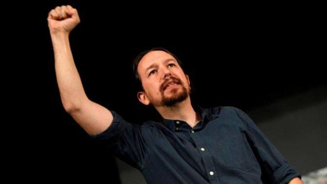 """El líder de Podemos, Pablo Iglesias, en el """"gran encuentro municipalista"""" que celebrado hoy en el Teatro Buero Vallejo de la localidad madrileña de Alcorcón"""