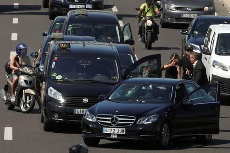 Una disputa entre taxistas y particulares Barcelona.