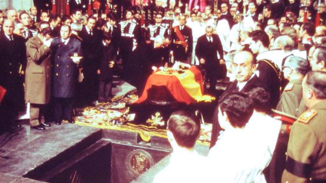 Entierro de Franco en el Valle de los Caídos.