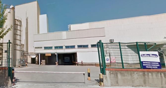 Una de las entradas de la fábrica de Gallina Blanca en Sant Joan Despí (Barcelona)