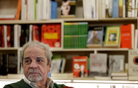 El escritor barcelonés Juan Marsé, premio Cervantes 2008, es uno de los firmantes del manifiesto.