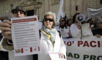 Protesta de médicos en Sevilla reclamando mejoras asistenciales y laborales