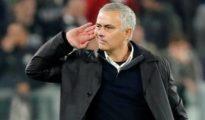 Gesto de provocación de Mourinho tras la victoria del Manchester United contra la Juventus.