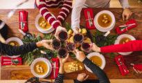 Consomé, gambas, pavo y ternasco son algunos de los platos que no faltan en las casas de los españoles.