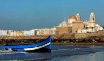 Una de las pateras llegadas a las costas de Cádiz