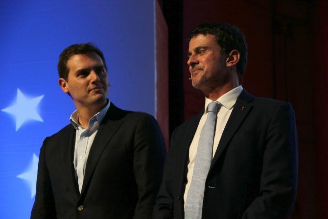 Manuel Valls junto a Albert Rivera durante un acto de Sociedad Civil Catalana (El Plural)
