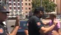 Un conductor de VTC amenaza a un taxista con darle una puñalada y con cortarle el cuello/ Telemadrid