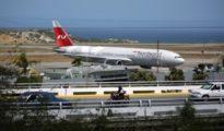 El Boeing 777, matrícula VP-BJG, de Nordwind aparcado en el aeropuerto internacional de Caracas