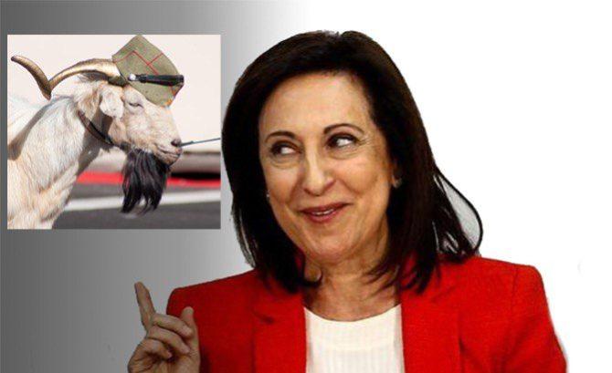 A la derecha, la ministra de Defensa, Margarita Robles.