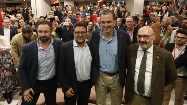 Abascal, Serrano y Ortega Smith, en un acto electoral de Vox