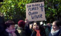 Manifestación para expresar el dolor por la joven muerta en Laredo