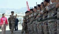 Cuando el Ejército libanés llegó a lo más bajo: Margarita Robles pasando revista a tropas del Líbano.