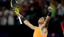 Rafa Nadal celebrando su victoria contra el griego Stefanos Tsitsipas.
