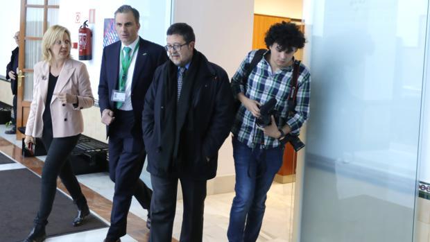 Javier Ortega Smith y Francisco Serrano, este miércoles en el Parlamento andaluz