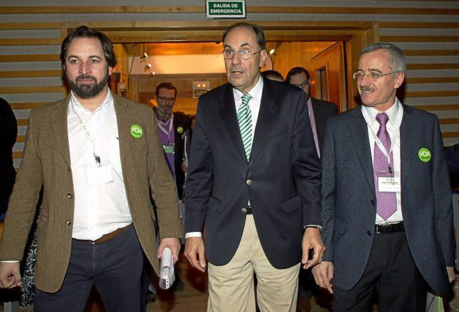 Alejo Vidal Quadras, José Antonio Ortega Lara y Santiago Abascal en una asamblea extraordinaria de Vox en el año 2014 (El Mundo)