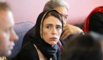 La primera ministra de Nueva Zelanda Jacinda Ardern durante un encuentro con la comunidad musulmana en Christchurch