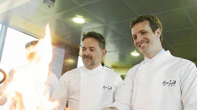 Durante su visita a Zaragoza, el líder del PP, Pablo Casado, cocinó junto al chef Iván Acedo en su restaurante