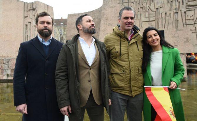 El presidente de Vox, Santiago Abascal, el secretario general de Vox, Javier Ortega Smith, el vicesecretario de Vox, Iván Espinosa de los Monteros, y la presidenta de VOX en la comunidad de Madrid, Rocío Monasterio.
