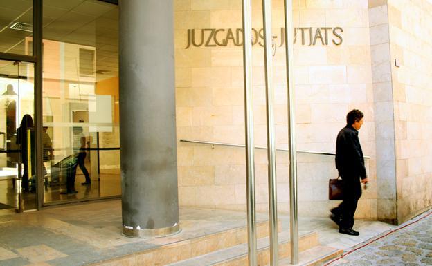 Entrada a uno de los juzgados de Palma de Mallorca.
