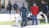 Menores delante de la Audiencia de Castellón, este viernes bajo vigilancia de la Policía Nacional