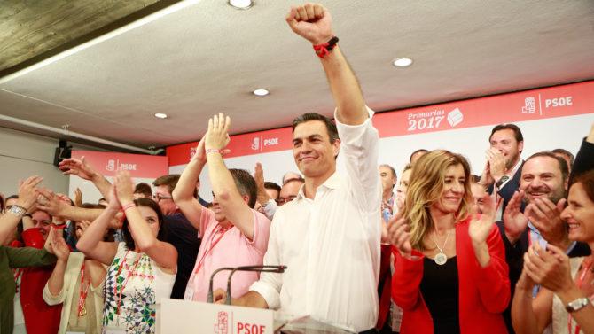 Esta imagen triunfal de Pedro Sánchez podría repetirse la noche del 29 de abril.