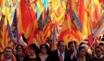 Sentandreu, con corbata naranja, con Cristina Seguí a su derecha, quiere liderar la lista de Valencia contra el criterio de Llanos