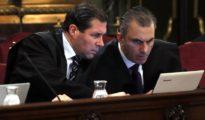 El secretario general de Vox, Javier Ortega Smith (d), y el vicesecretario jurídico de Vox, Pedro Fernández (i).