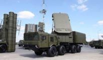 Si Turquía, un miembro de la OTAN, sigue adelante con la compra del sistema ruso de defensa 2-400, se arriesga a la imposición de sanciones de EEUU al amparo de la Ley para Contrarrestar la Influencia de Rusia en Europa y Eurasia, de 2017. En la imagen, una batería rusa S-400.