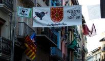 Carteles y pancantas colocados por la izquierda abertzale en Pamplona con motivo de San Fermín Chiquito