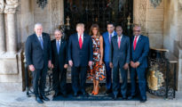 En la imagen, el presidente Trump y su esposa, Melania, reciben a los líderes caribeños en Mar-a-Lago, en Palm Beach (Florida), el 22 de marzo de 2019. (Foto oficial: Tia Dufour - Casa Blanca)