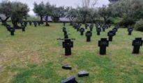 Cruces rotas en el Cementerio militar alemán en Cuacos de Yuste