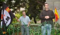 Jordi de la Fuente, a la derecha, en un acto del MSR en favor del régimen sirio.