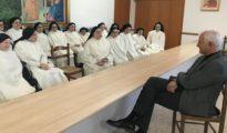 El diputado nacional y candidato a la reelección, Eloy Suárez, durante su encuentro preelectoral con las monjas dominicas de Zaragoza, en su convento de clausura