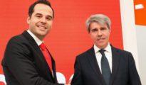 El traidor Garrido, a la derecha.