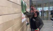 Proetarras arrancan carteles de Vox en San Sebastián
