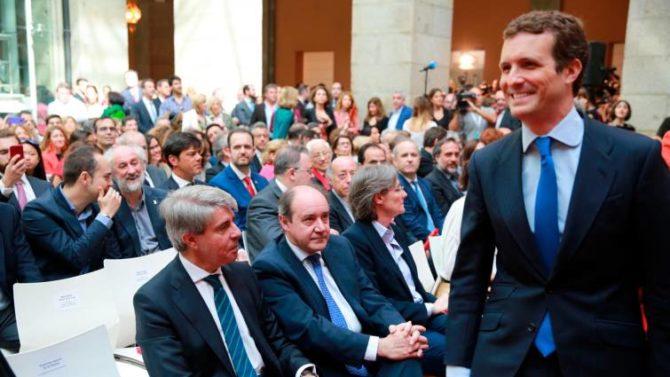 El presidente del PP, Pablo Casado, ha evitado saludar al expresidente del Ejecutivo autonómico, Ángel Garrido
