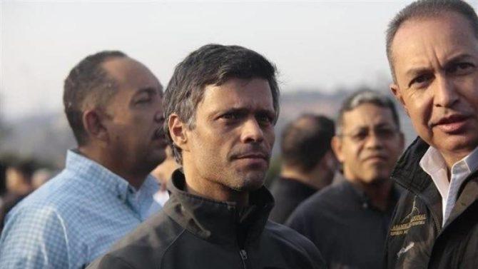 Leopoldo López junto a la base de La Carlota
