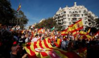 Supporters of Spanish unity arrive to attend a demonstration to call for co-existence in Catalonia and an end to separatism, in Barcelona, Spain, October 27, 2019. REUTERS/Sergio Perez [[[REUTERS VOCENTO]]] SPAIN-POLITICS/CATALONIA-PROTEST-UNITY