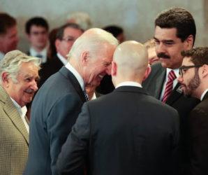 Joe Biden y Nicolás Maduro tuvieron un cordial encuentro el 1 de enero de 2015 en Brasil. (Cancillería régimen venezolano)
