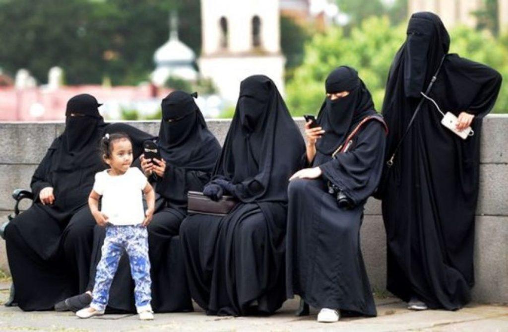 https://www.alertadigital.com/wp-content/uploads/2021/04/madres-burka-1024x669.jpg